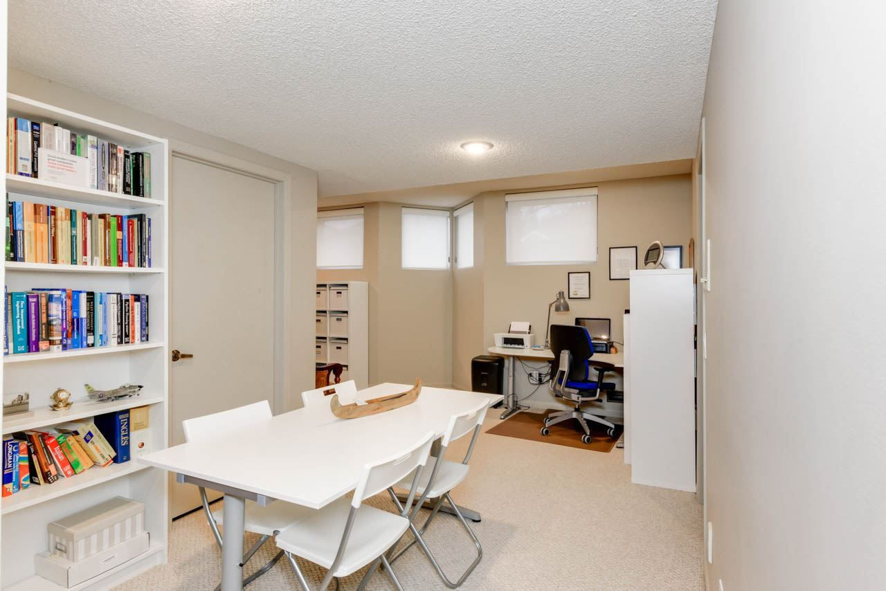 Photo 26: Photos: 827 WHEELER Road W in Edmonton: Zone 22 House for sale : MLS®# E4151881
