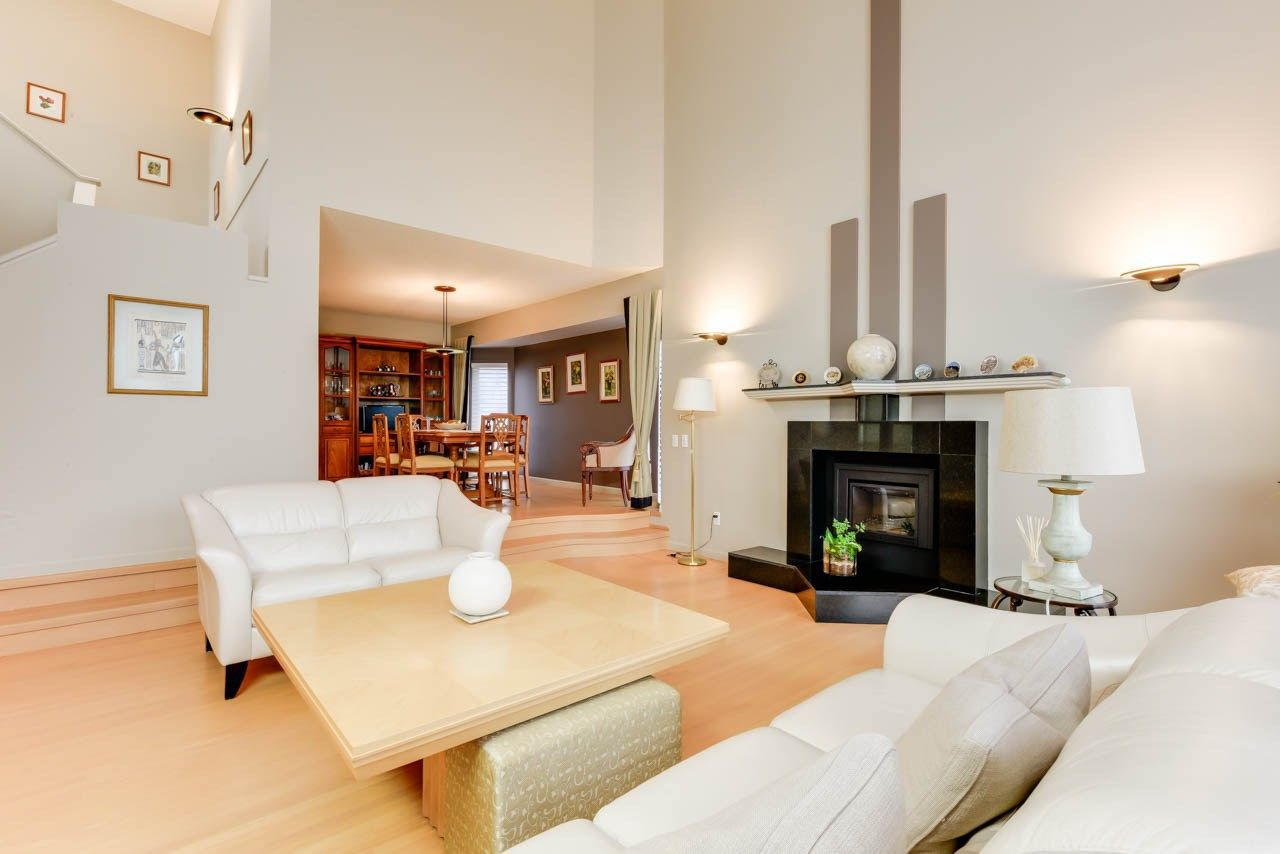Photo 7: Photos: 827 WHEELER Road W in Edmonton: Zone 22 House for sale : MLS®# E4151881