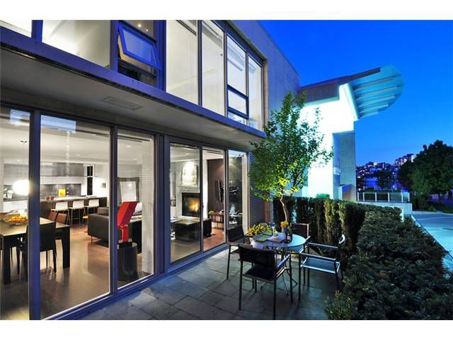 "Main Photo: 1510 HOMER ME in Vancouver: Yaletown Townhouse for sale in ""THE ERICKSON"" (Vancouver West)  : MLS®# V977494"