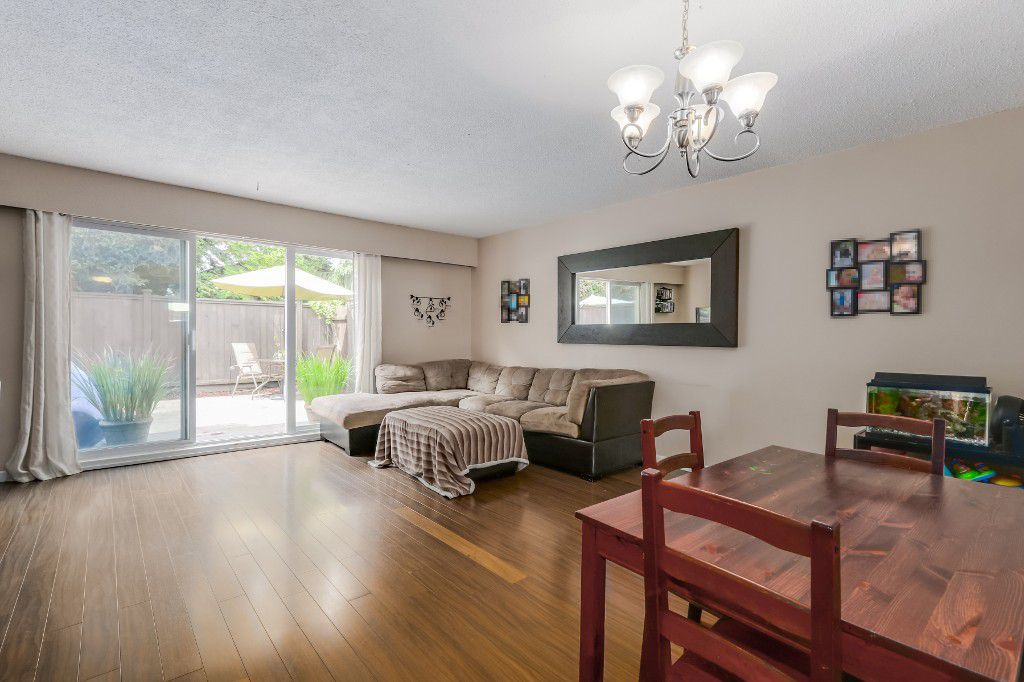 "Main Photo: 21 4949 57 Street in Delta: Hawthorne Townhouse for sale in ""OASIS"" (Ladner)  : MLS®# R2076455"