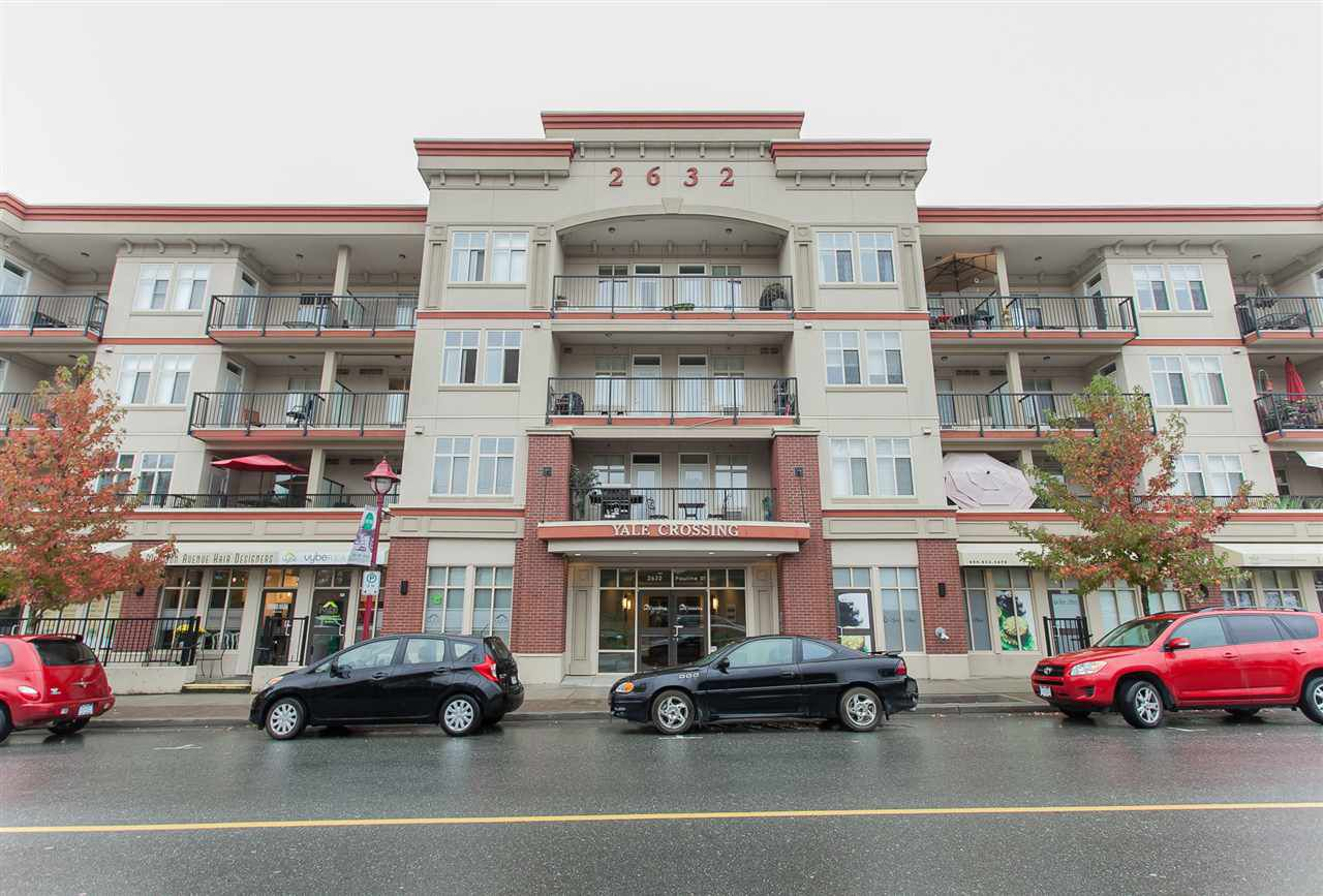 """Main Photo: 213 2632 PAULINE Street in Abbotsford: Central Abbotsford Condo for sale in """"Yale Crossing"""" : MLS®# R2192505"""