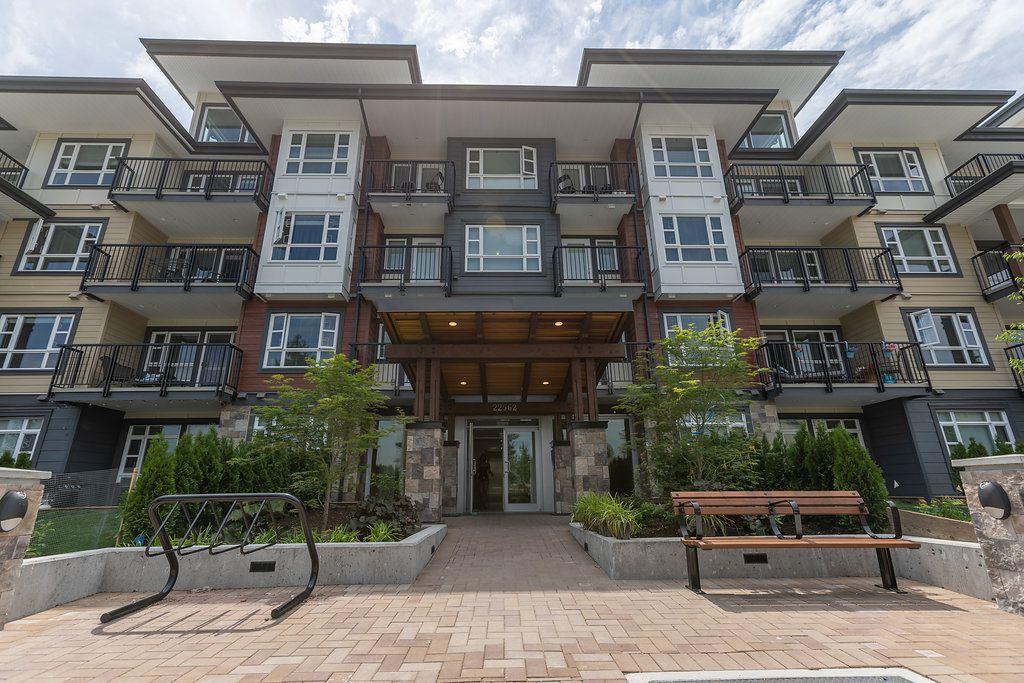 """Main Photo: 305 22562 121 Avenue in Maple Ridge: East Central Condo for sale in """"EDGE2"""" : MLS®# R2282299"""