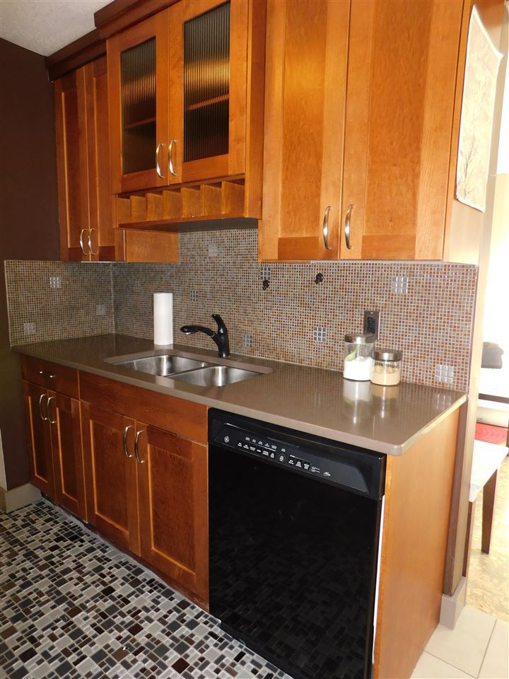 Main Photo: 302 10745 83 Avenue in Edmonton: Zone 15 Condo for sale : MLS®# E4143432