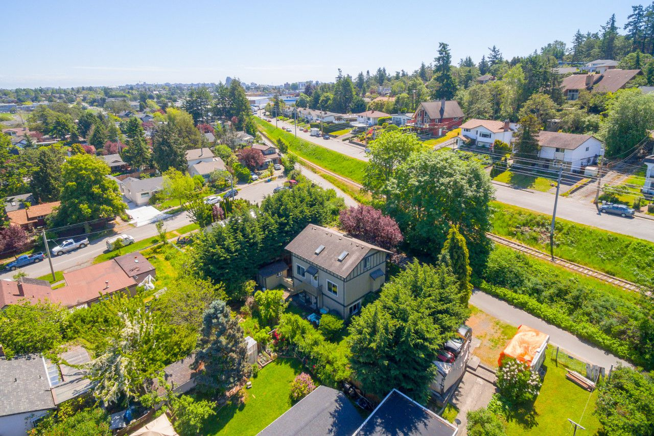 Main Photo: 822 Macleod Avenue in VICTORIA: Es Rockheights Single Family Detached for sale (Esquimalt)  : MLS®# 411202