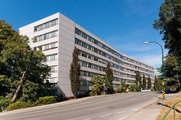 """Main Photo: 720 1445 MARPOLE Avenue in Vancouver: Fairview VW Condo for sale in """"Hycroft Tower"""" (Vancouver West)  : MLS®# R2031302"""