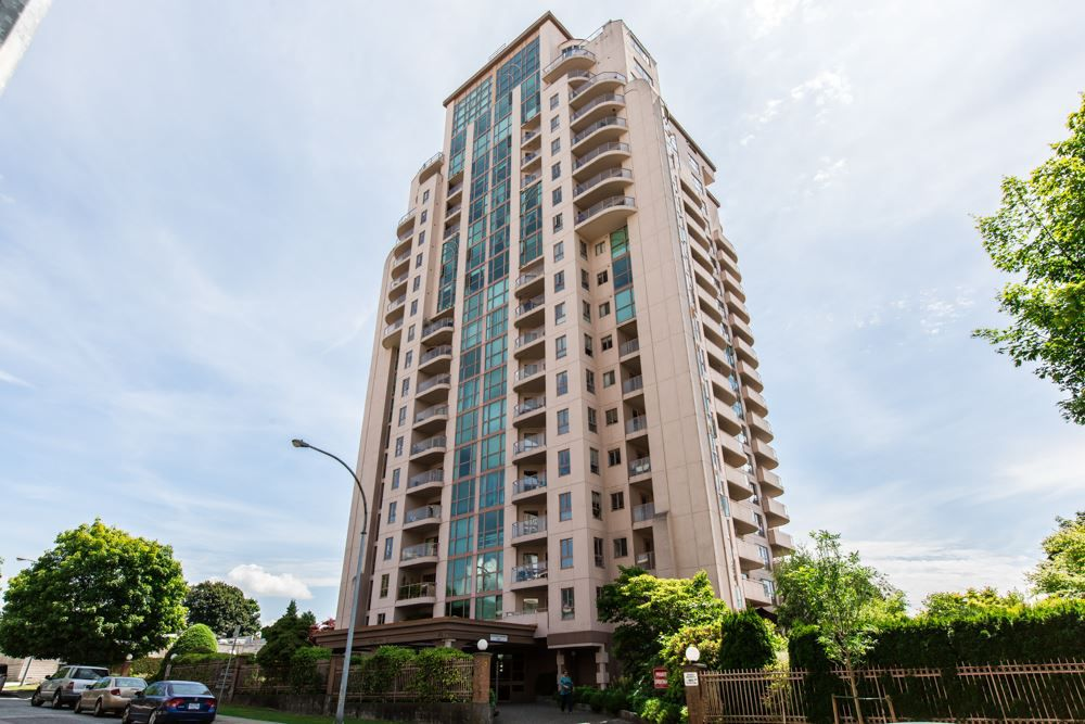 """Main Photo: 1701 612 FIFTH Avenue in New Westminster: Uptown NW Condo for sale in """"THE FIFTH AVENUE"""" : MLS®# R2142293"""