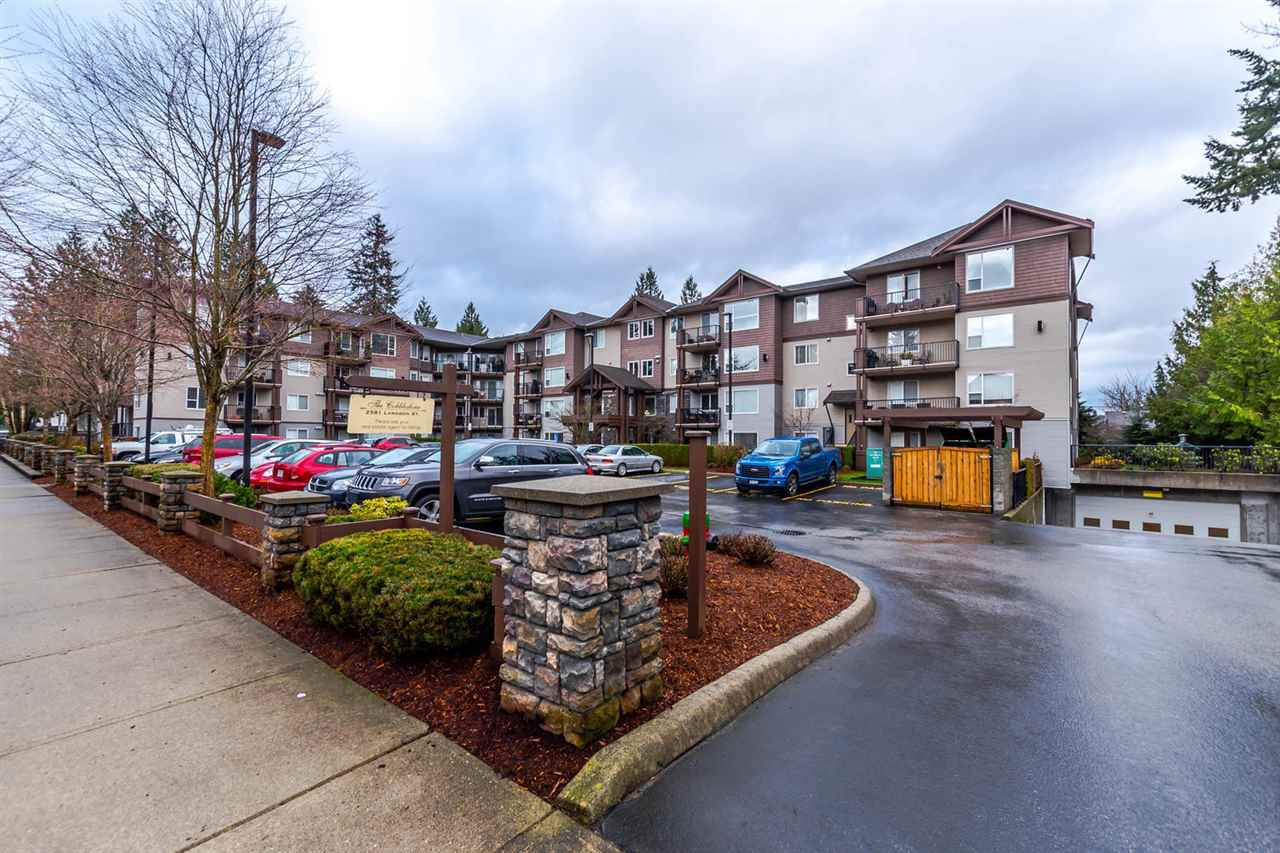 """Main Photo: 202 2581 LANGDON Street in Abbotsford: Abbotsford West Condo for sale in """"The Cobblestone"""" : MLS®# R2148221"""