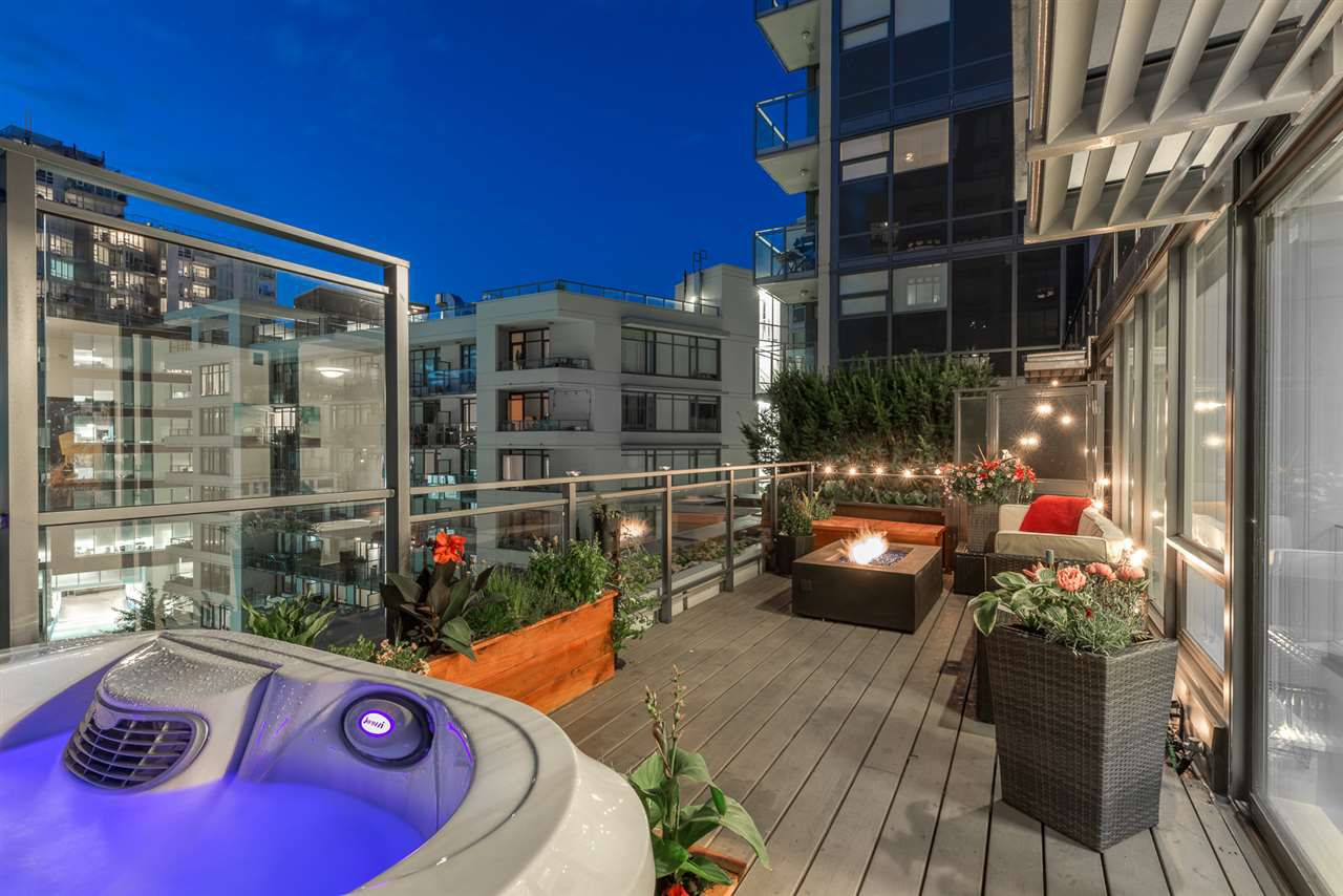 """Main Photo: PH615 161 E 1ST Avenue in Vancouver: Mount Pleasant VE Condo for sale in """"BLOCK 100"""" (Vancouver East)  : MLS®# R2195060"""