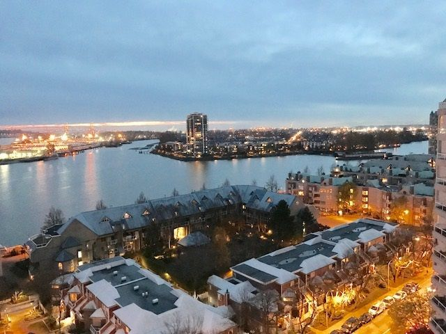 """Main Photo: 1606 1045 QUAYSIDE Drive in New Westminster: Quay Condo for sale in """"QUAYSIDE TOWER 1"""" : MLS®# R2220227"""