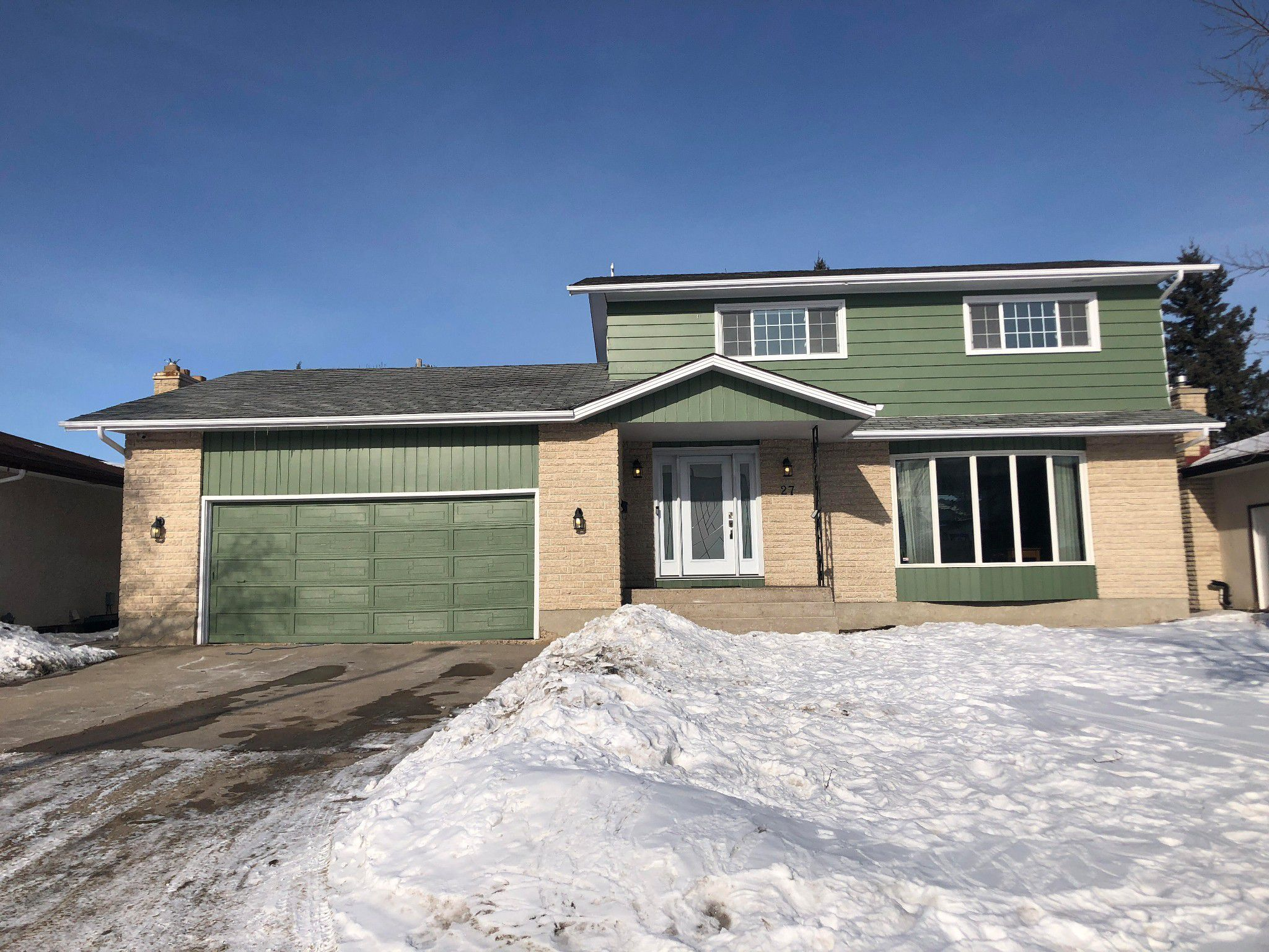 Main Photo: 27 Claus Bay Winnipeg Real Estate For Sale in Fraser's Grove
