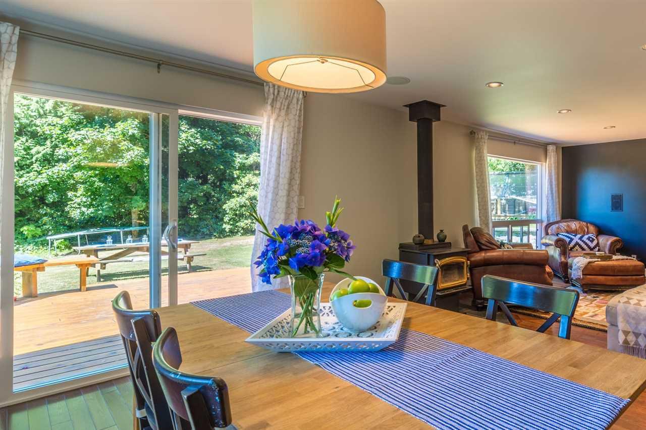 Photo 5: Photos: 2540 SUNSHINE COAST Highway: Roberts Creek House for sale (Sunshine Coast)  : MLS®# R2243602
