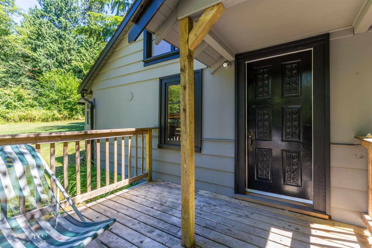 Photo 16: Photos: 2540 SUNSHINE COAST Highway: Roberts Creek House for sale (Sunshine Coast)  : MLS®# R2243602