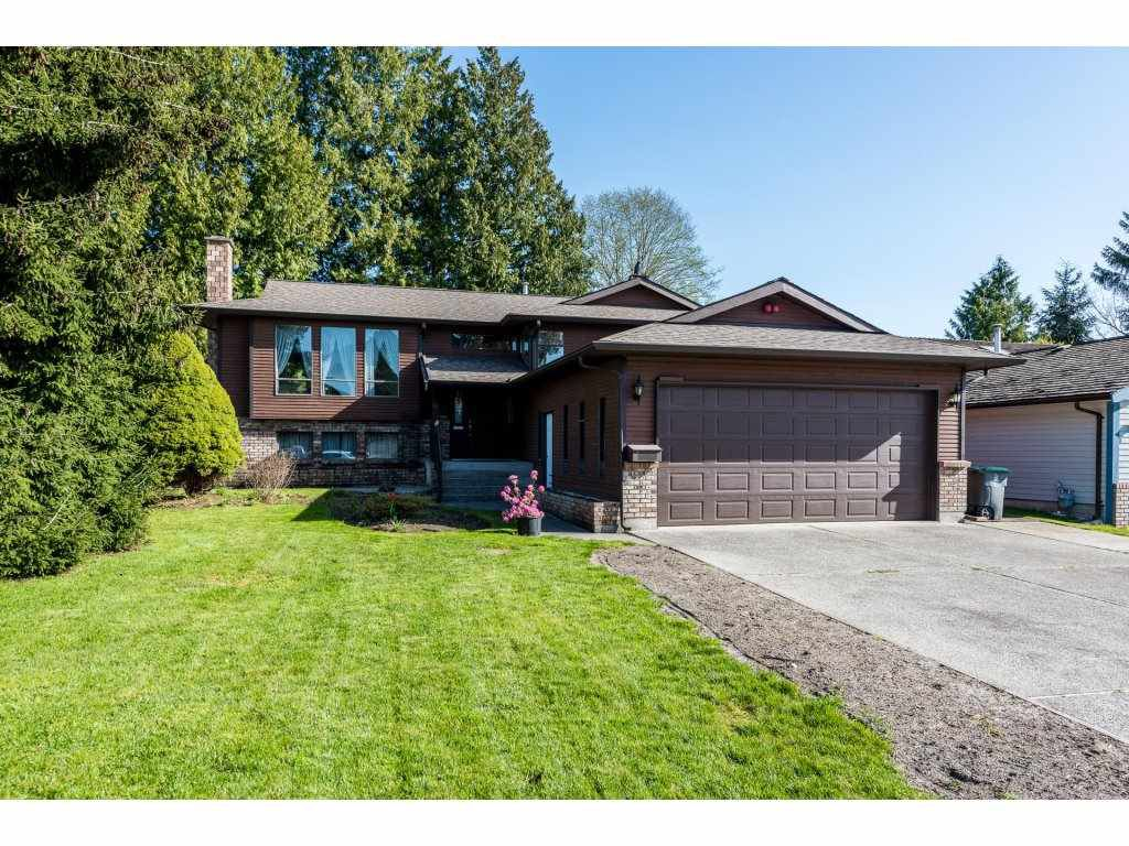 Main Photo: 15663 97 Avenue in Surrey: Guildford House for sale (North Surrey)  : MLS®# R2261045