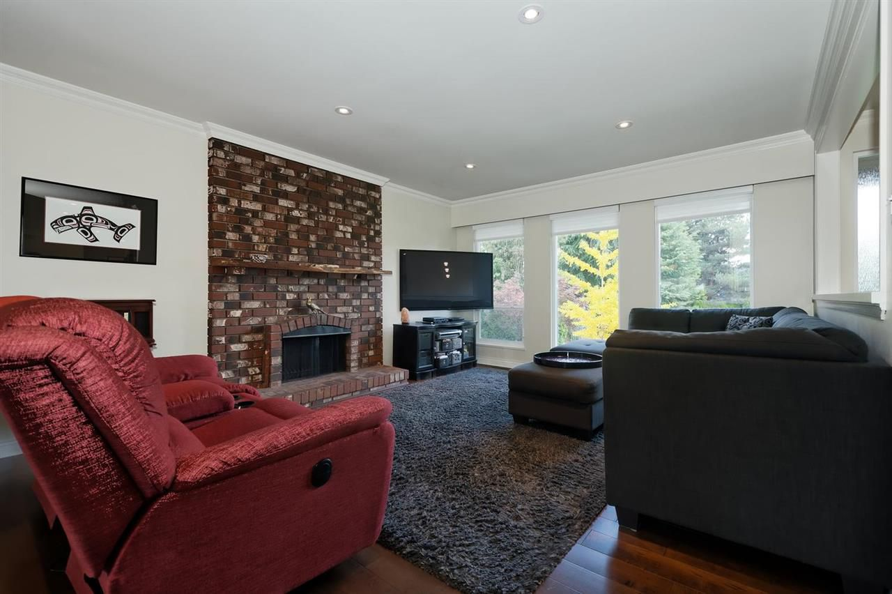 Photo 2: Photos: 610 LIDSTER Place in New Westminster: The Heights NW House for sale : MLS®# R2306437