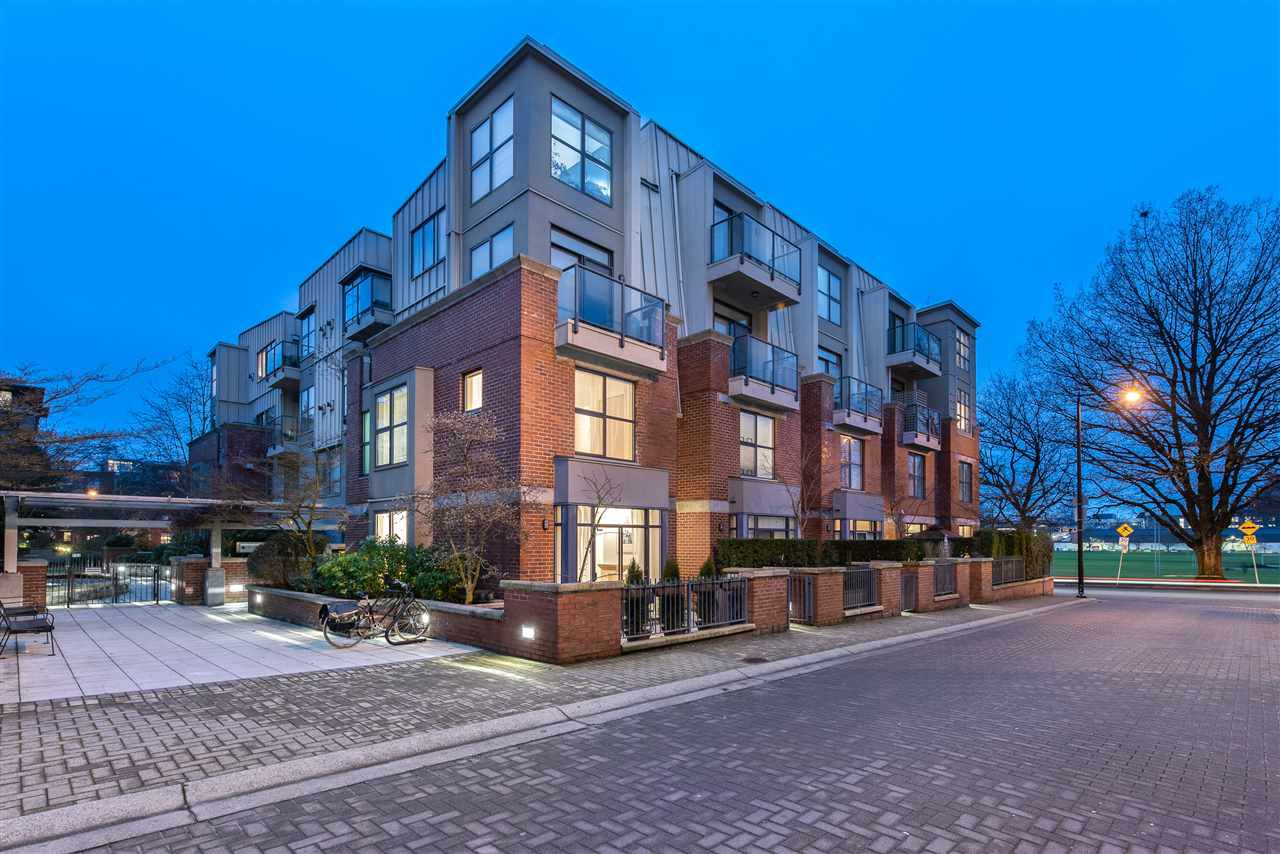 "Main Photo: 105 2688 VINE Street in Vancouver: Kitsilano Townhouse for sale in ""TREO"" (Vancouver West)  : MLS®# R2335789"