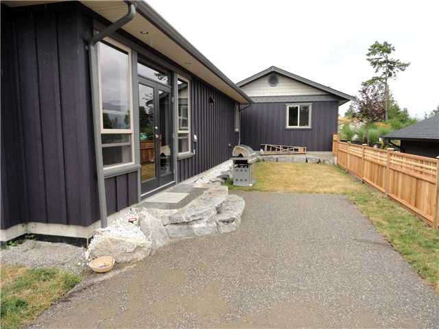 "Photo 10: Photos: 5743 GENNI'S Way in Sechelt: Sechelt District House for sale in ""THE RIDGE"" (Sunshine Coast)  : MLS®# V900988"