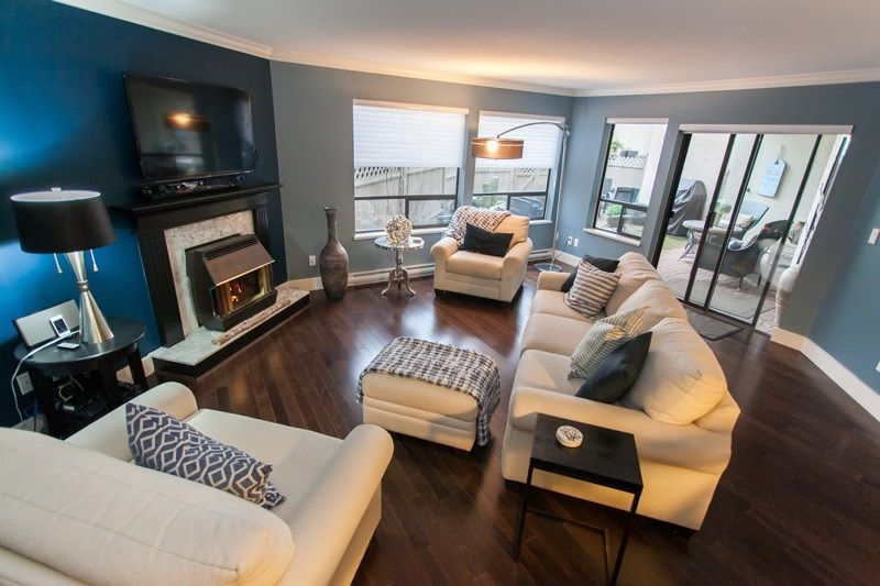 """Main Photo: 106 14957 THRIFT Avenue: White Rock Condo for sale in """"WHITECLIFFE BY THE SEA"""" (South Surrey White Rock)  : MLS®# R2131262"""
