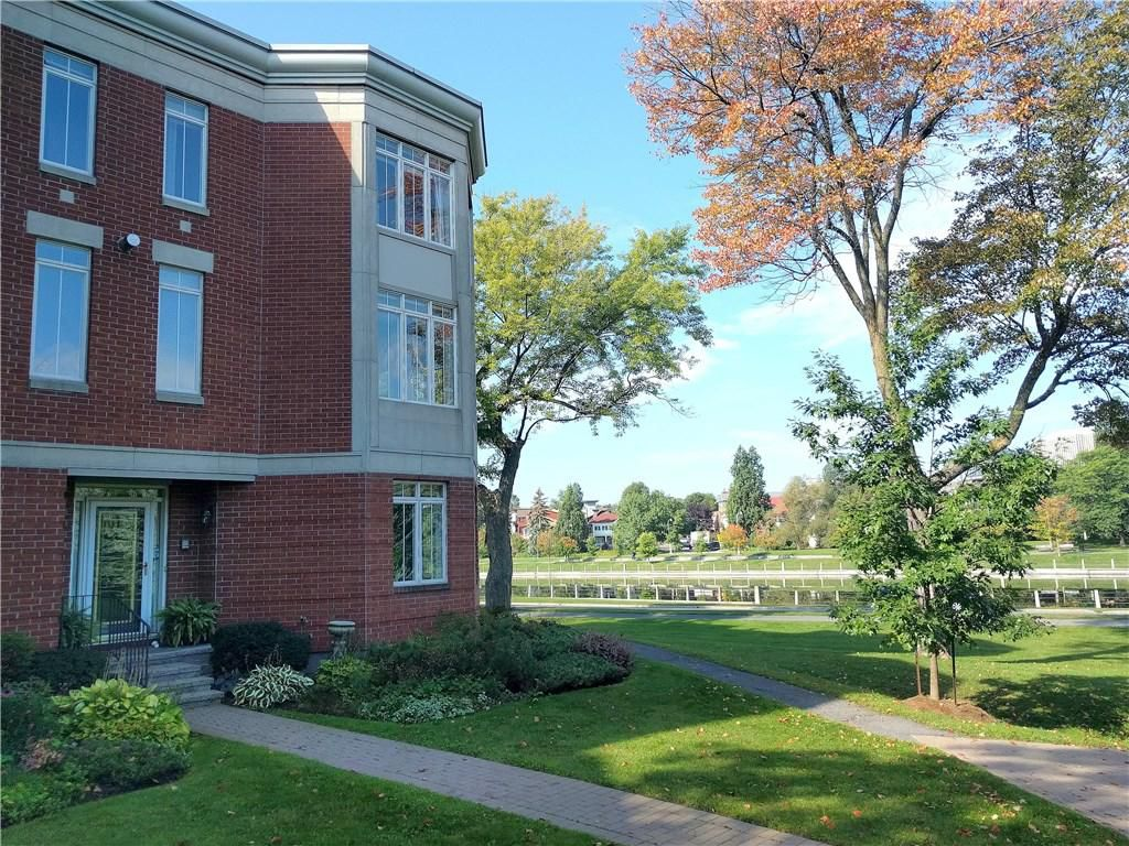 Main Photo: 43 KINGS LANDING PRIVATE in Ottawa: House for rent : MLS®# 1062932