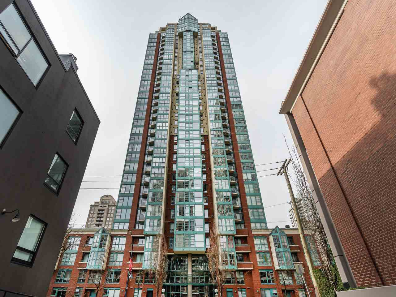 """Main Photo: 1605 939 HOMER Street in Vancouver: Yaletown Condo for sale in """"The Pinnacle"""" (Vancouver West)  : MLS®# R2255637"""