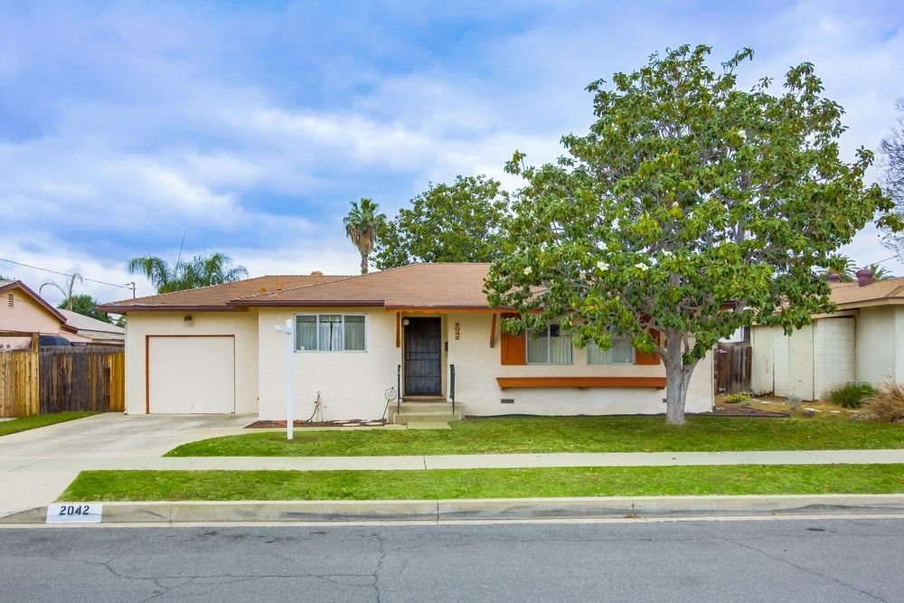 Main Photo: EAST ESCONDIDO House for sale : 3 bedrooms : 2042 Lee Dr. in Escondido