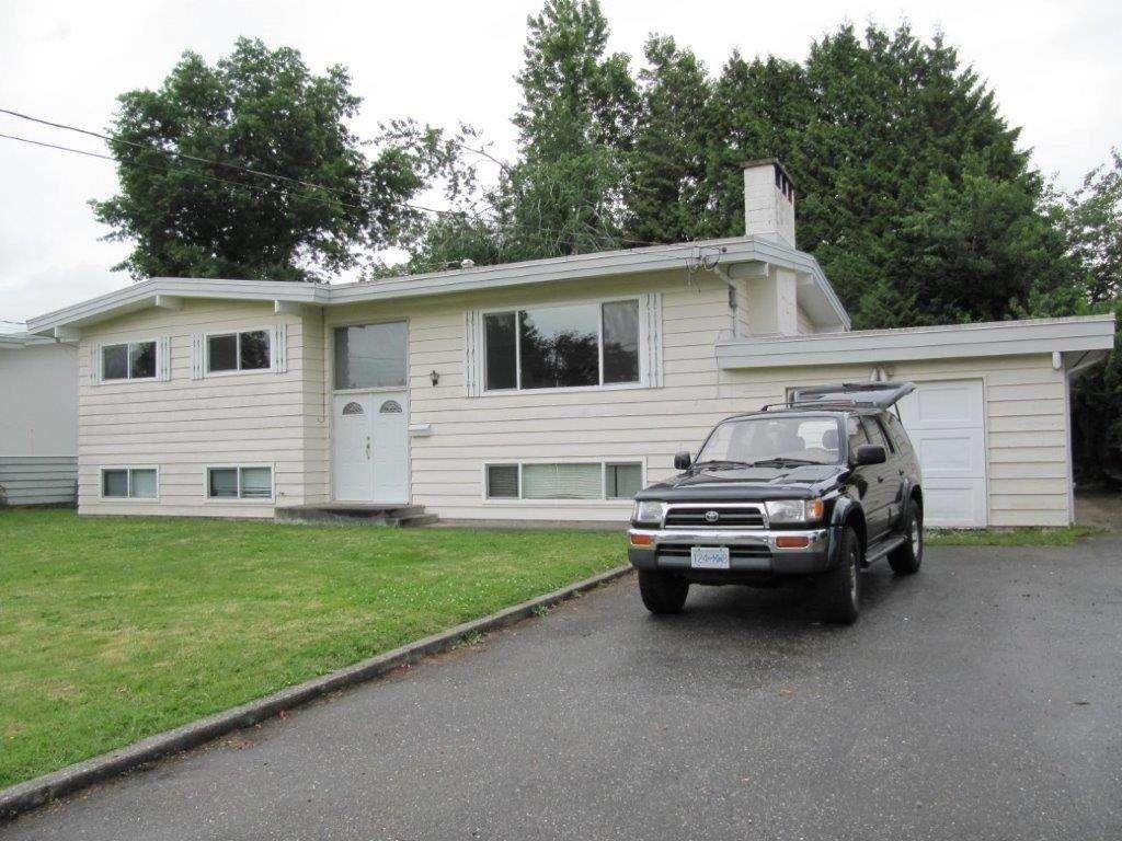"Main Photo: 10018 KILLARNEY Drive in Chilliwack: Fairfield Island House for sale in ""FAIRFIELD ISLAND"" : MLS®# R2344062"