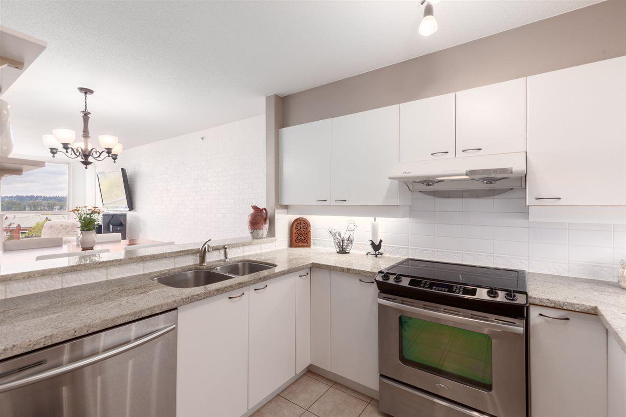 Kitchen w/ Granite Counters