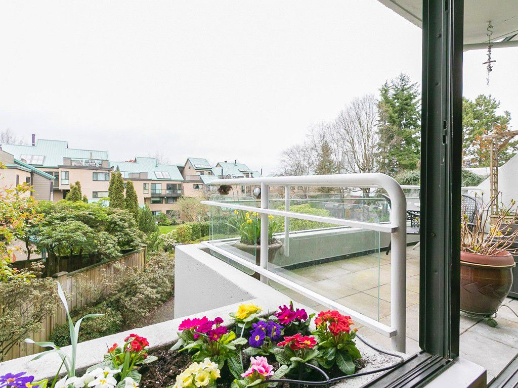 """Main Photo: 301 673 MARKET Hill in Vancouver: False Creek Condo for sale in """"Market Hill Terrace"""" (Vancouver West)  : MLS®# R2040089"""