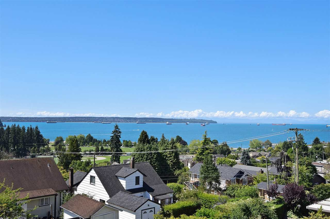 """Main Photo: 1072 DUCHESS Avenue in West Vancouver: Sentinel Hill House for sale in """"SENTINEL HILL"""" : MLS®# R2083761"""