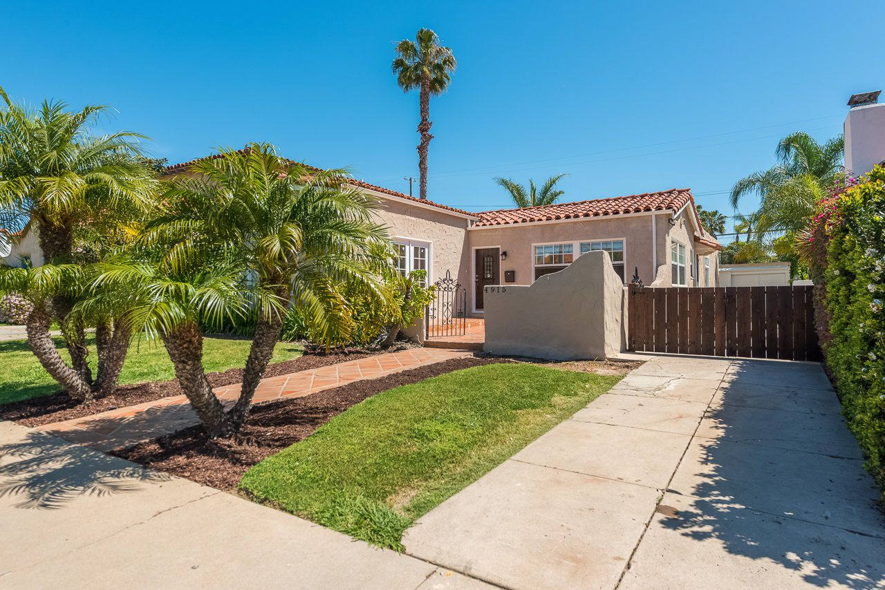 Main Photo: KENSINGTON House for sale : 3 bedrooms : 4915 Kensington Dr in San Diego