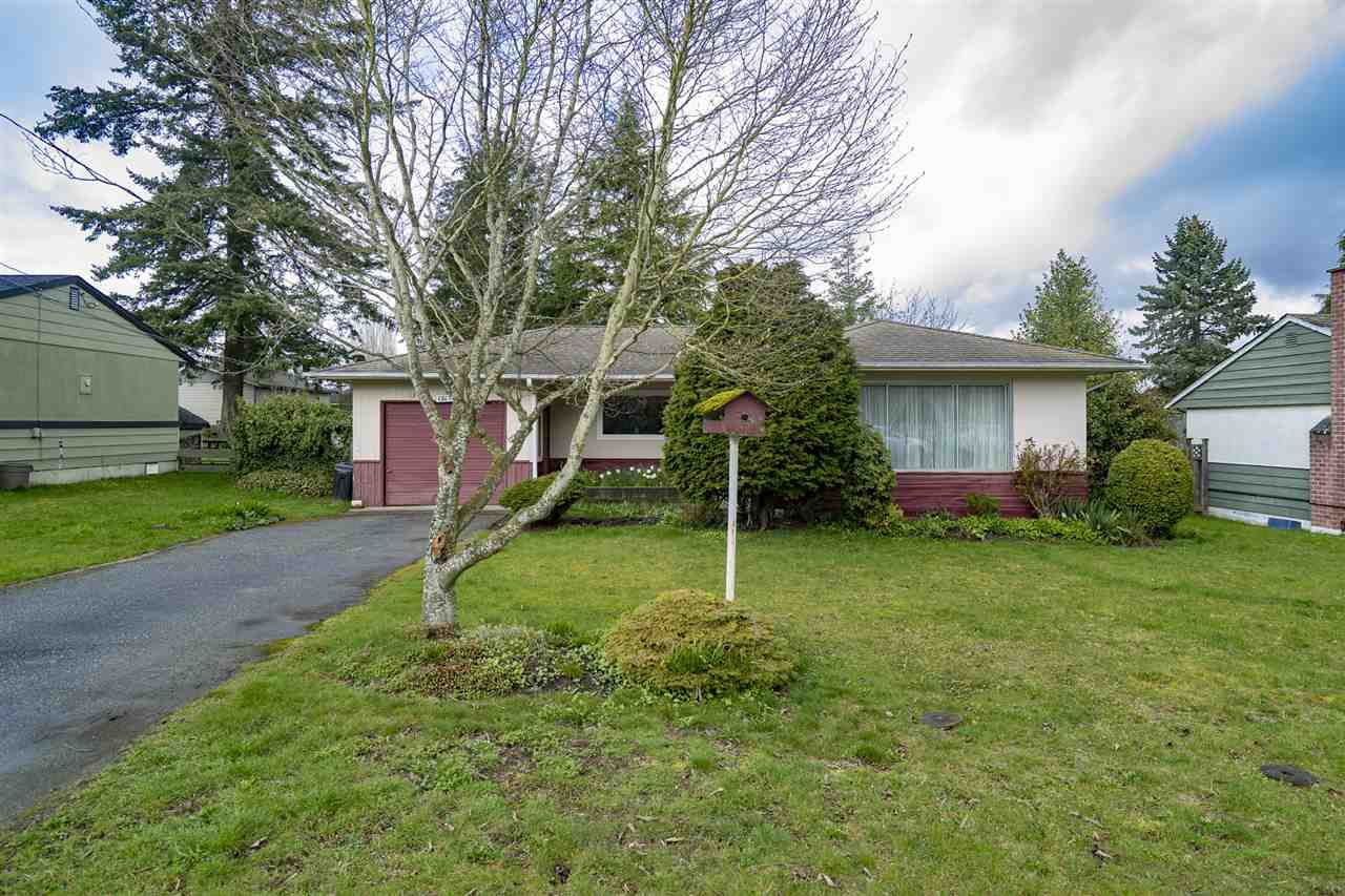 Main Photo: 15473 16A Avenue in Surrey: King George Corridor House for sale (South Surrey White Rock)  : MLS®# R2154093