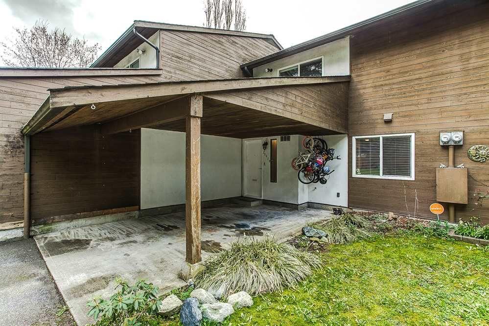 "Main Photo: 5 20939 CAMWOOD Avenue in Maple Ridge: Southwest Maple Ridge Townhouse for sale in ""CAMWOOD GARDENS"" : MLS®# R2157397"