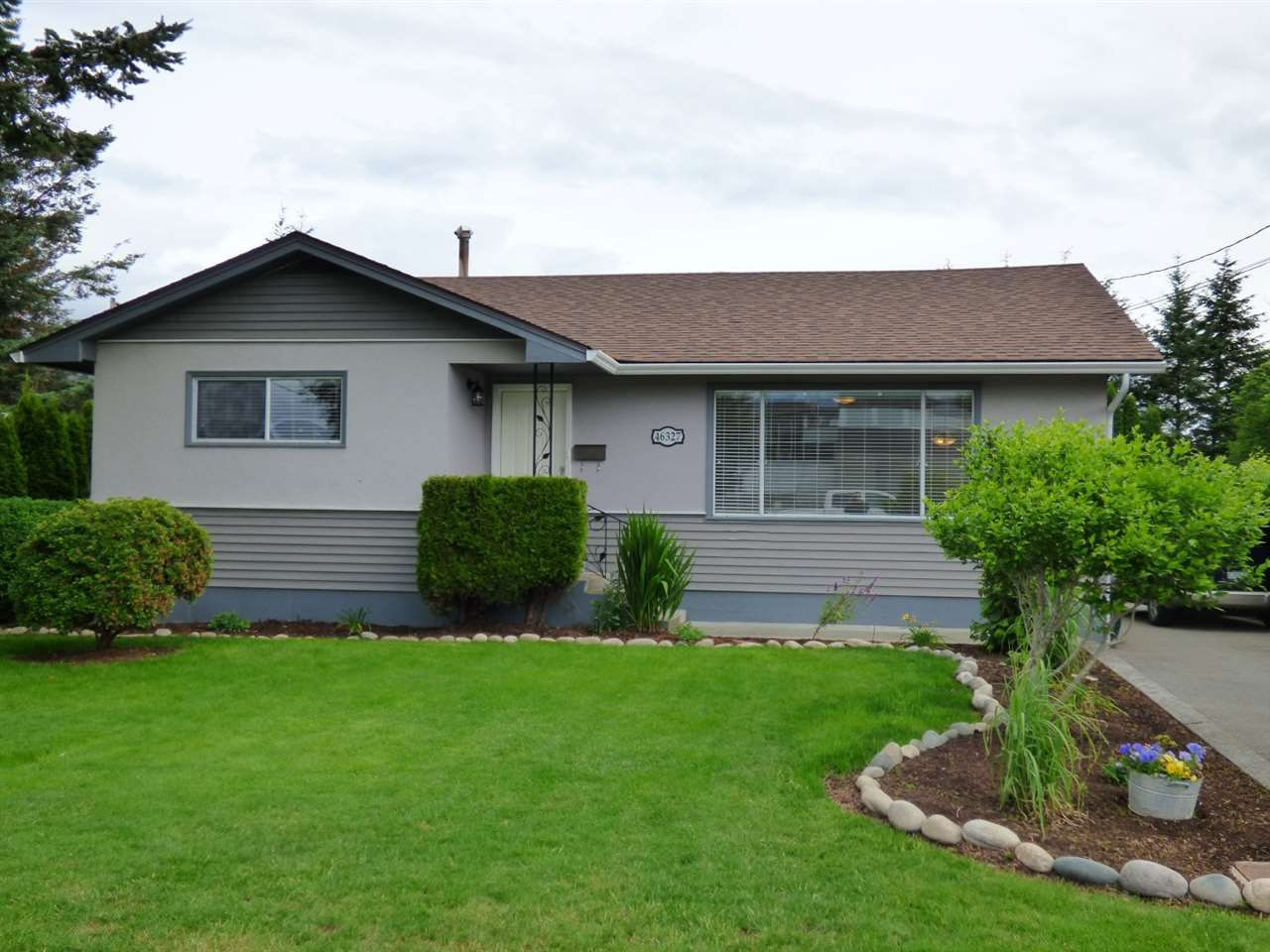 Main Photo: 46327 PORTAGE Avenue in Chilliwack: Chilliwack N Yale-Well House for sale : MLS®# R2179681