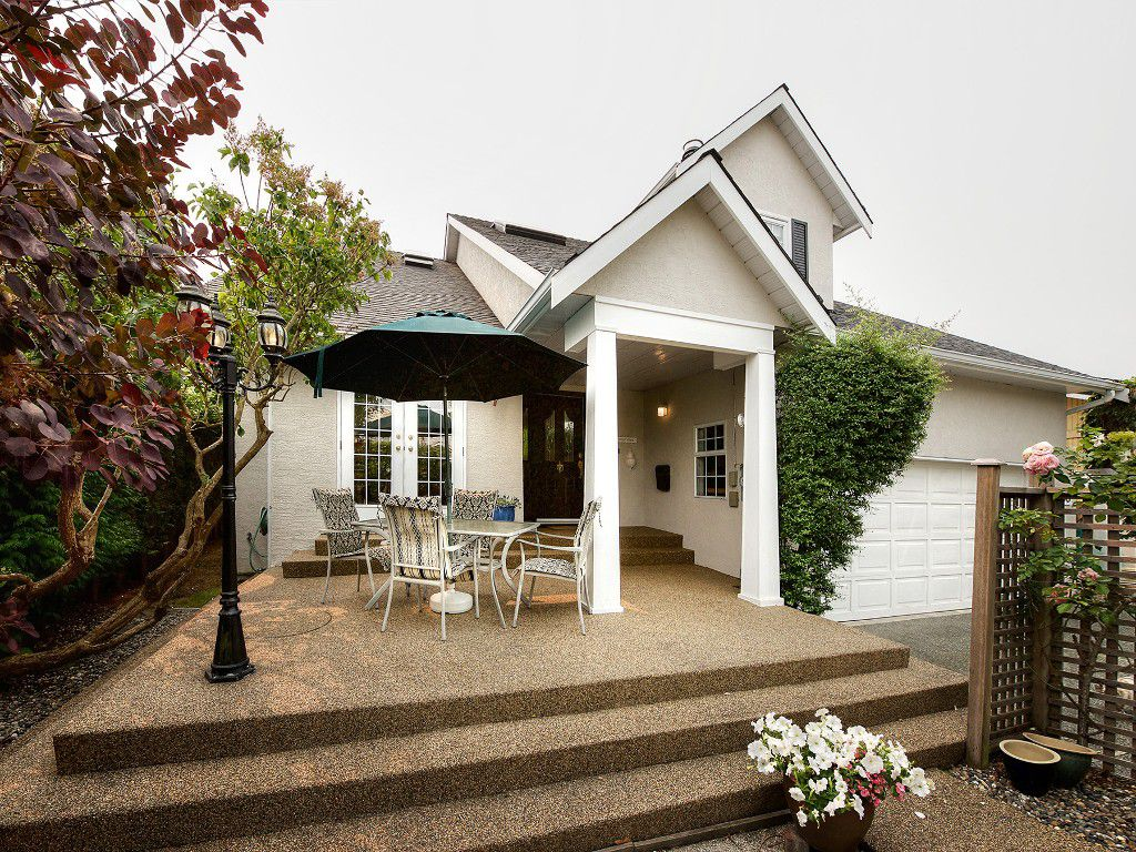 "Main Photo: 6736 SEAVIEW Road in Delta: Boundary Beach House for sale in ""BOUNDARY BAY"" (Tsawwassen)  : MLS®# R2195078"