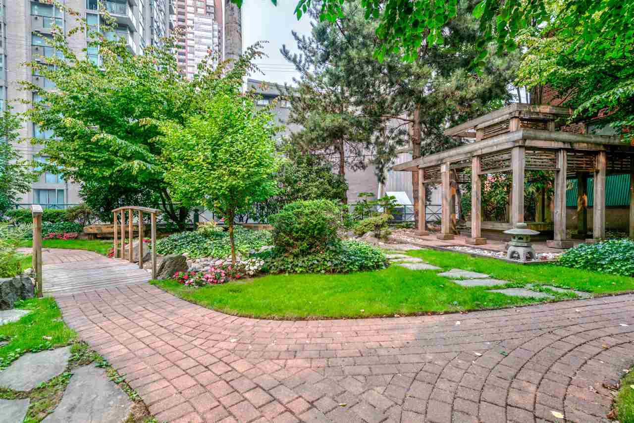 """Main Photo: 1204 939 HOMER Street in Vancouver: Yaletown Condo for sale in """"THE PINNACLE"""" (Vancouver West)  : MLS®# R2204695"""