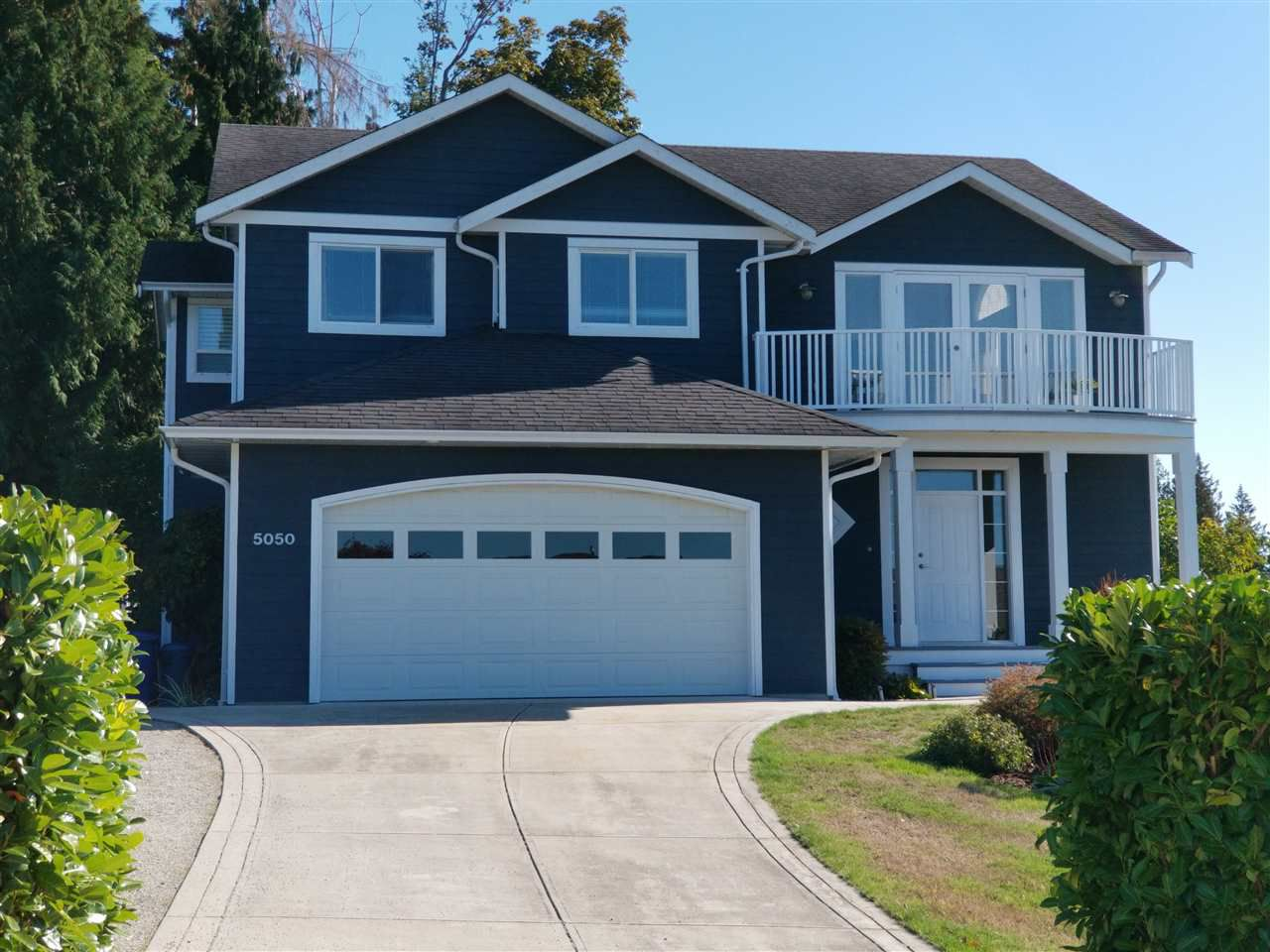 Main Photo: 5050 BAY Road in Sechelt: Sechelt District House for sale (Sunshine Coast)  : MLS®# R2211781