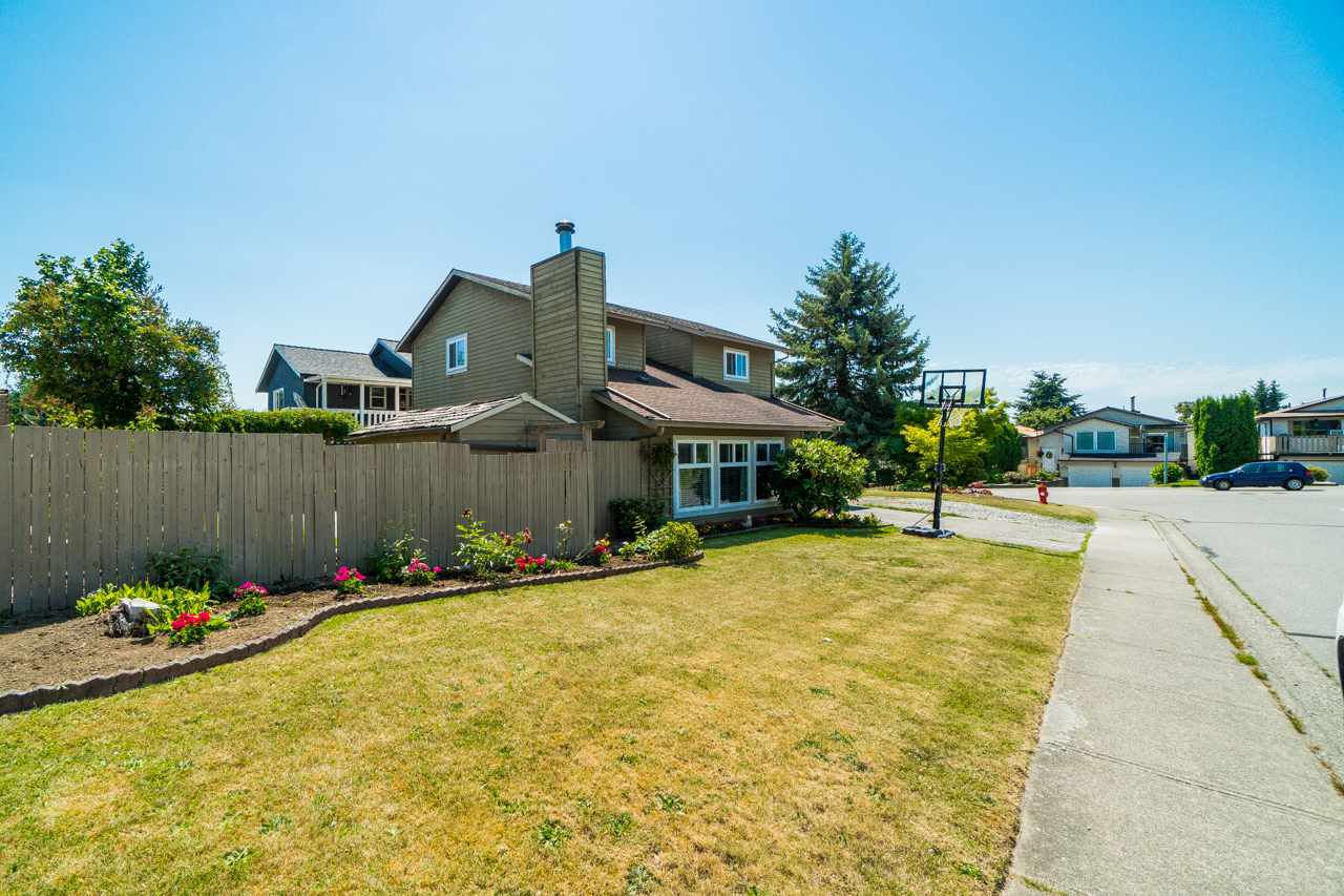 """Main Photo: 2802 WOODLAND Drive in Langley: Willoughby Heights House for sale in """"LANGLEY MEADOWS"""" : MLS®# R2282413"""