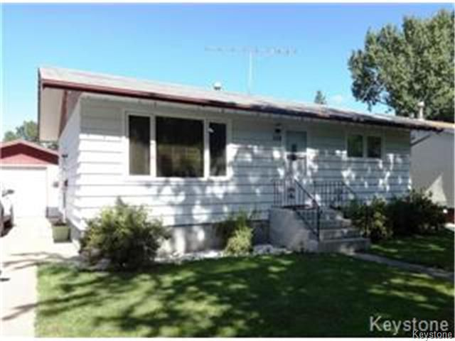 Main Photo: 228 Dunfield Avenue in DAUPHIN: Manitoba Other Residential for sale : MLS®# 1403070