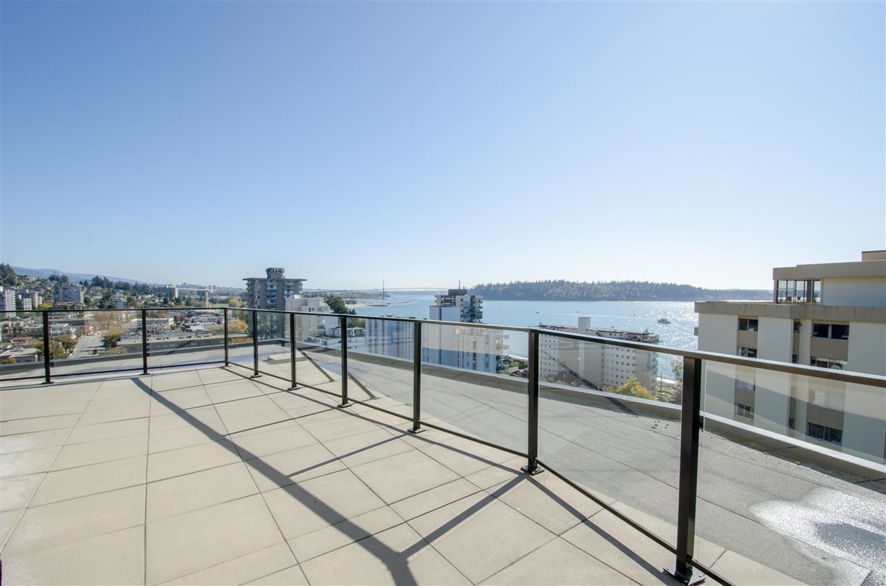 """Main Photo: 303 1930 MARINE Drive in West Vancouver: Ambleside Condo for sale in """"Park Marine"""" : MLS®# R2112898"""