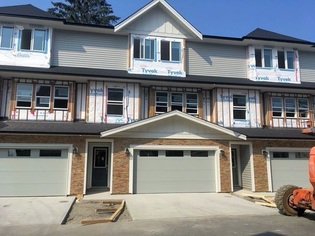 """Main Photo: 11 45455 SPADINA Avenue in Chilliwack: Chilliwack W Young-Well Townhouse for sale in """"Spadina Gardens"""" : MLS®# R2160690"""