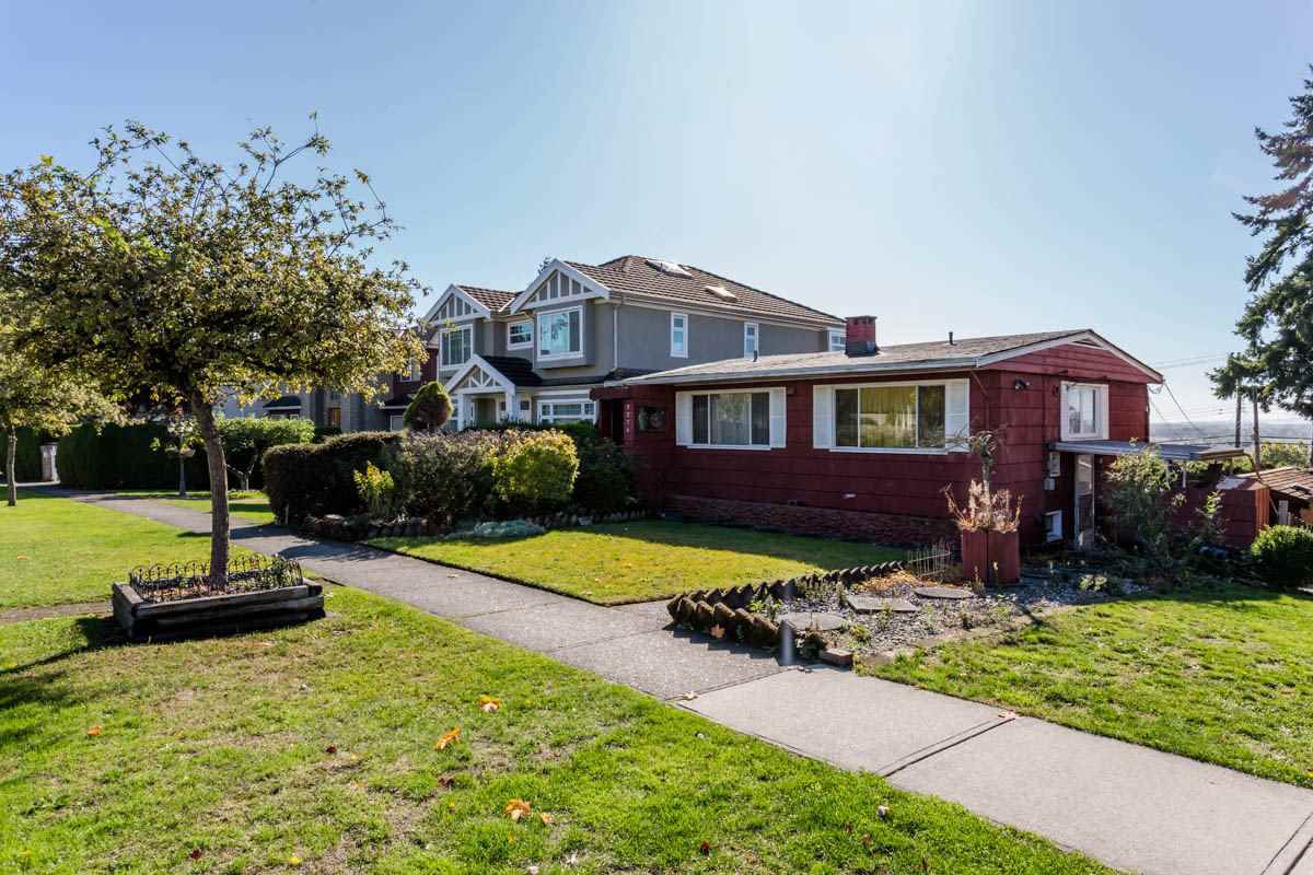 Main Photo: 2276 BURQUITLAM Drive in Vancouver: Fraserview VE House for sale (Vancouver East)  : MLS®# R2270982