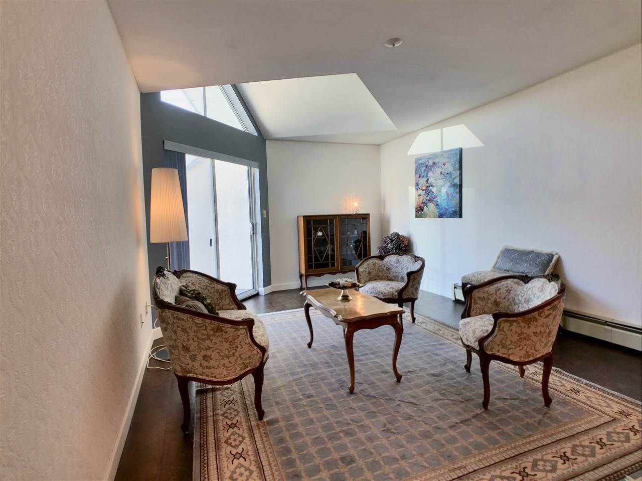 """Main Photo: 311 31930 OLD YALE Road in Abbotsford: Abbotsford West Condo for sale in """"Royal Court"""" : MLS®# R2316357"""