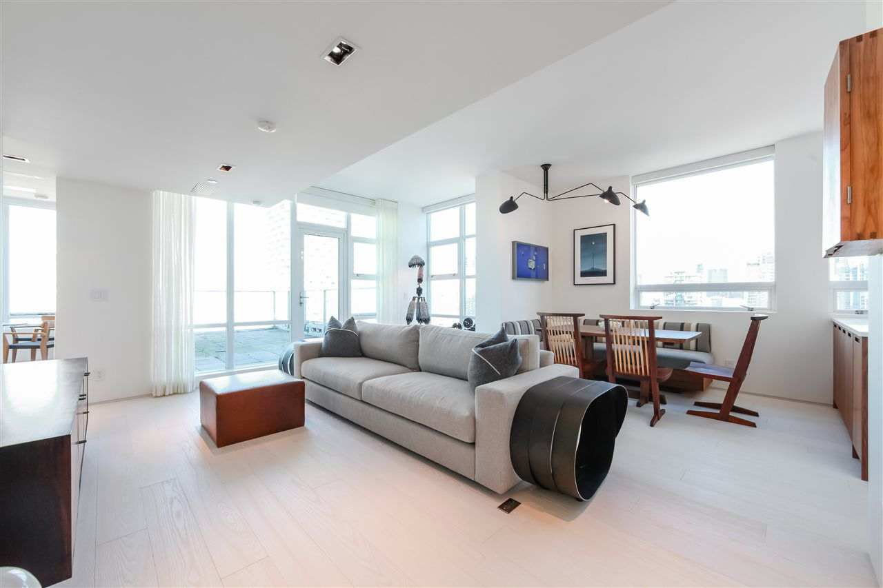 "Main Photo: 2702 638 BEACH Crescent in Vancouver: Yaletown Condo for sale in ""THE ICON 1"" (Vancouver West)  : MLS®# R2345458"