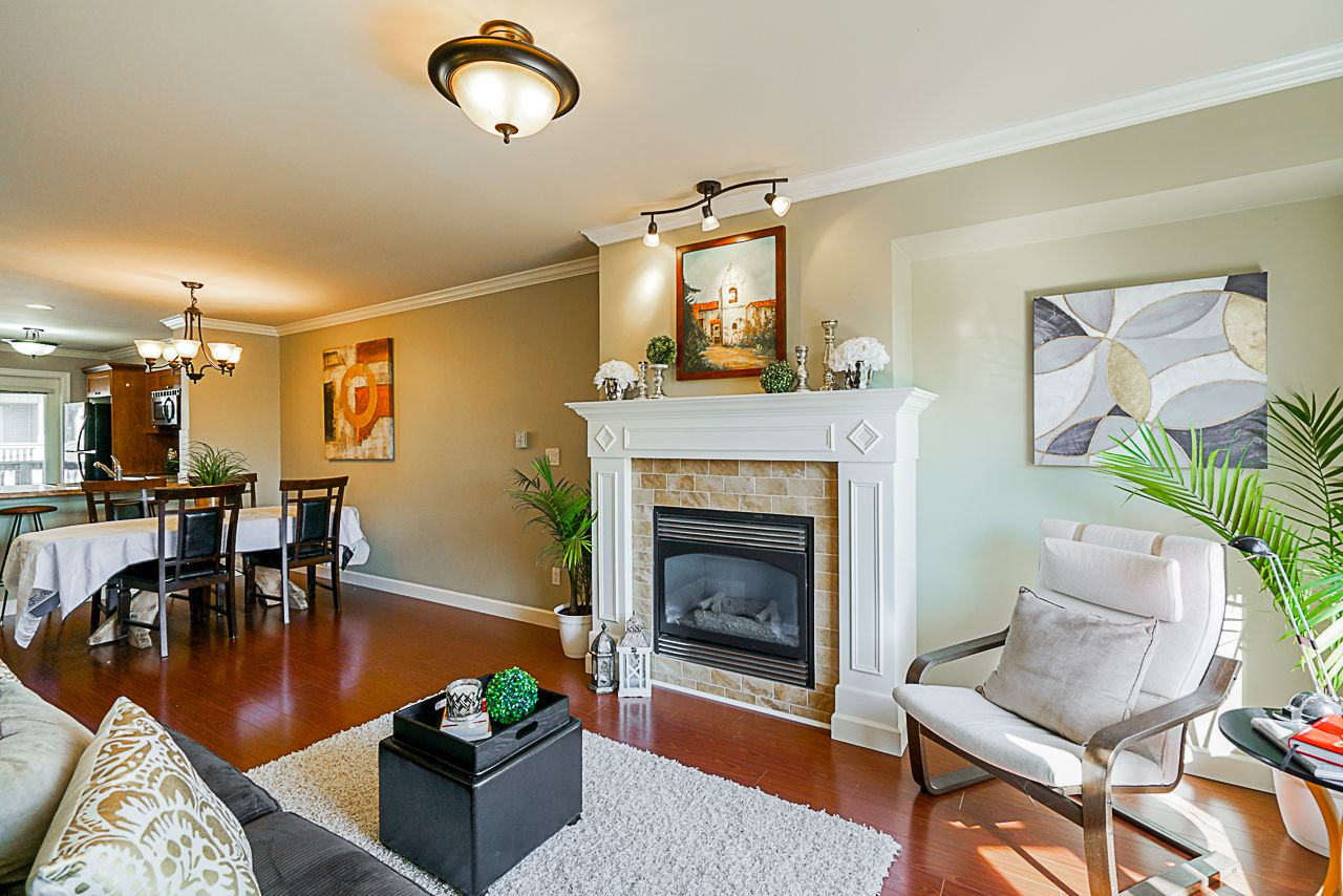 """Main Photo: 22 6238 192 Street in Surrey: Cloverdale BC Townhouse for sale in """"Bakerview Terrace"""" (Cloverdale)  : MLS®# R2351464"""
