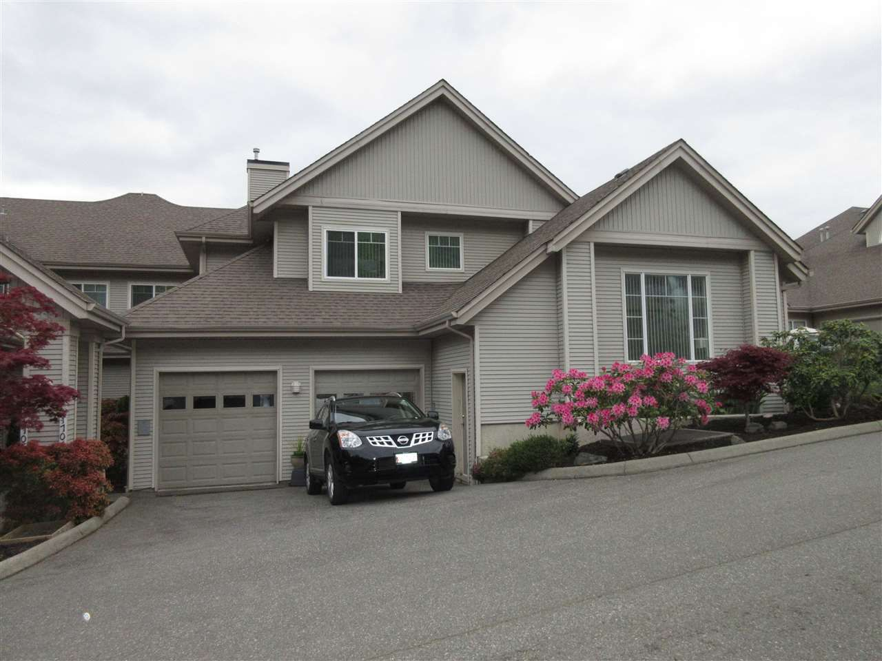"""Main Photo: 1704 5260 GOLDSPRING Place in Chilliwack: Promontory Townhouse for sale in """"Goldspring Heights"""" (Sardis)  : MLS®# R2058547"""