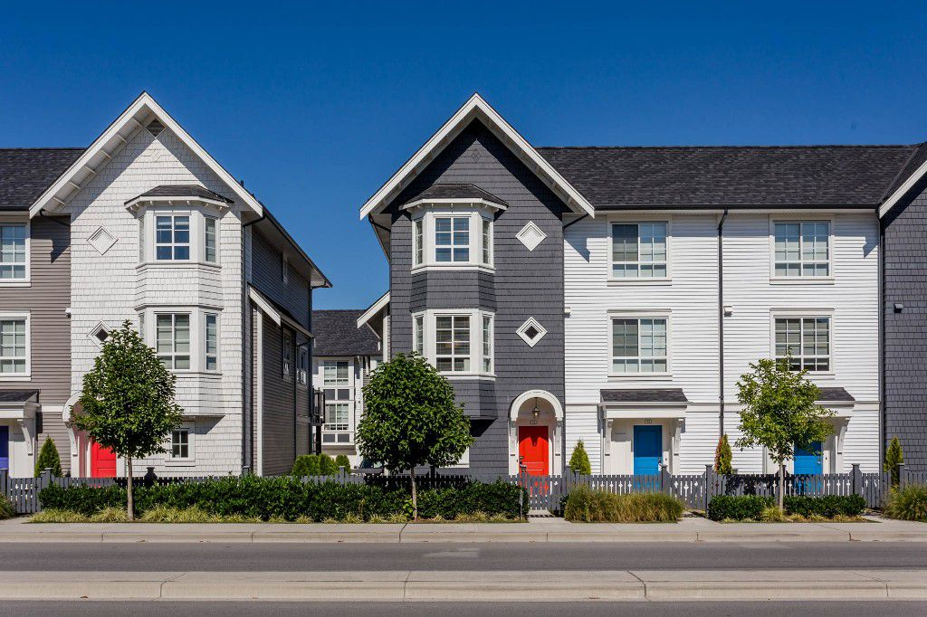 "Main Photo: 31 8438 207A Street in Langley: Willoughby Heights Townhouse for sale in ""York - by Mosaic"" : MLS®# R2205089"