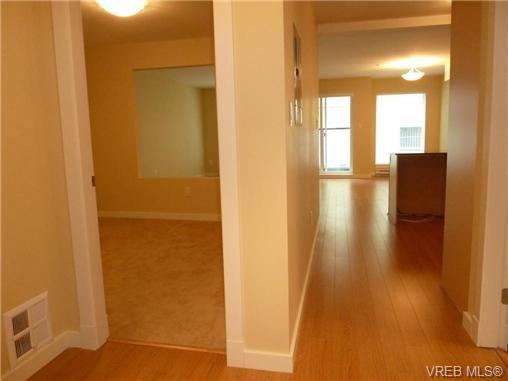 Main Photo: 204 1405 Esquimalt Road in VICTORIA: Es Saxe Point Residential for sale (Esquimalt)  : MLS®# 340664