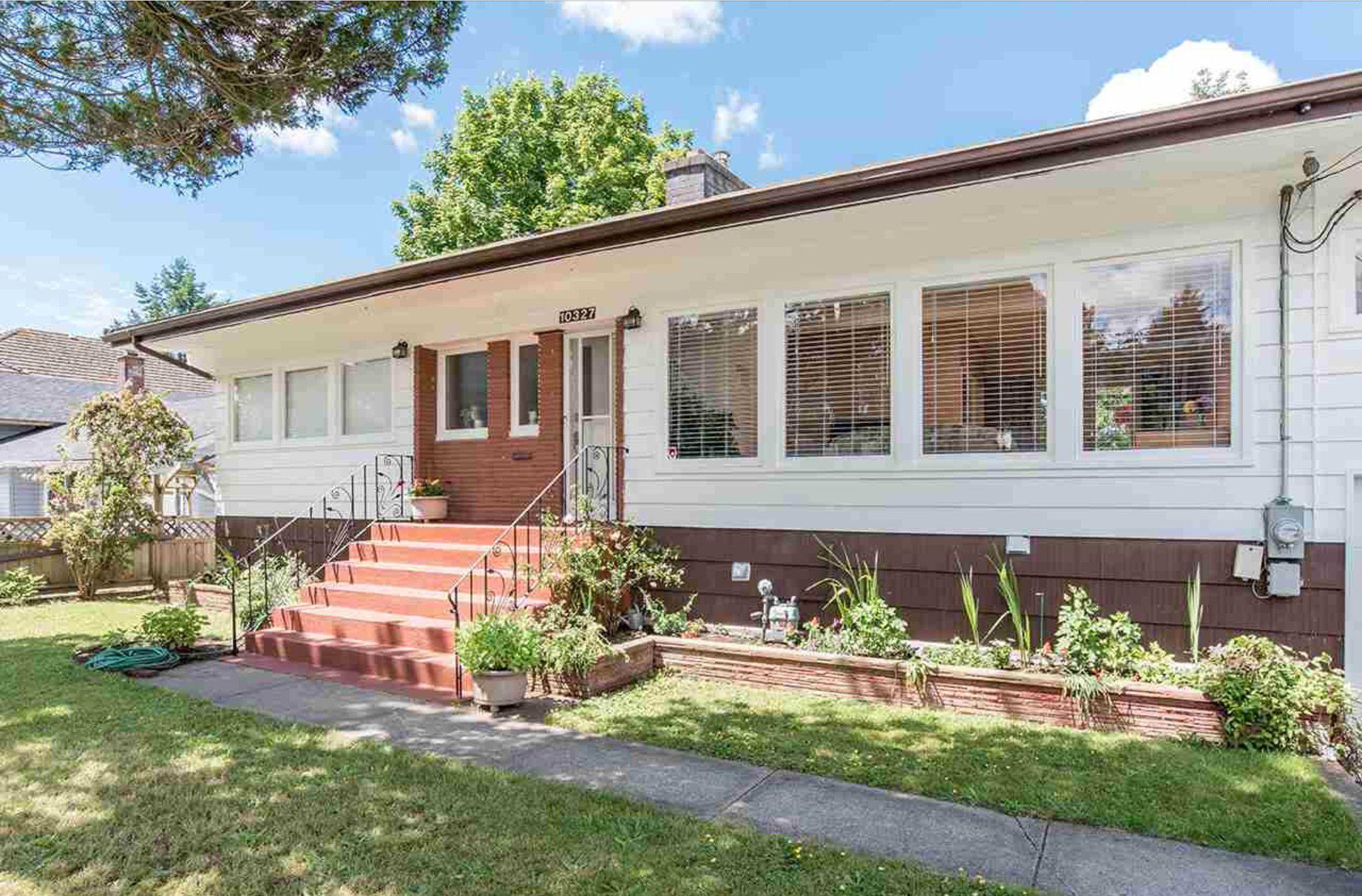 Photo 2: Photos: 10327 127A Street in Surrey: Cedar Hills House for sale : MLS®# R2178137