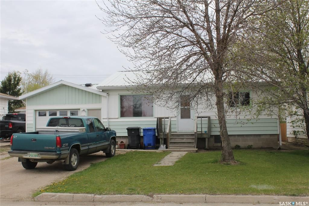 Main Photo: 115 Carrol Street in Lampman: Residential for sale : MLS®# SK772464