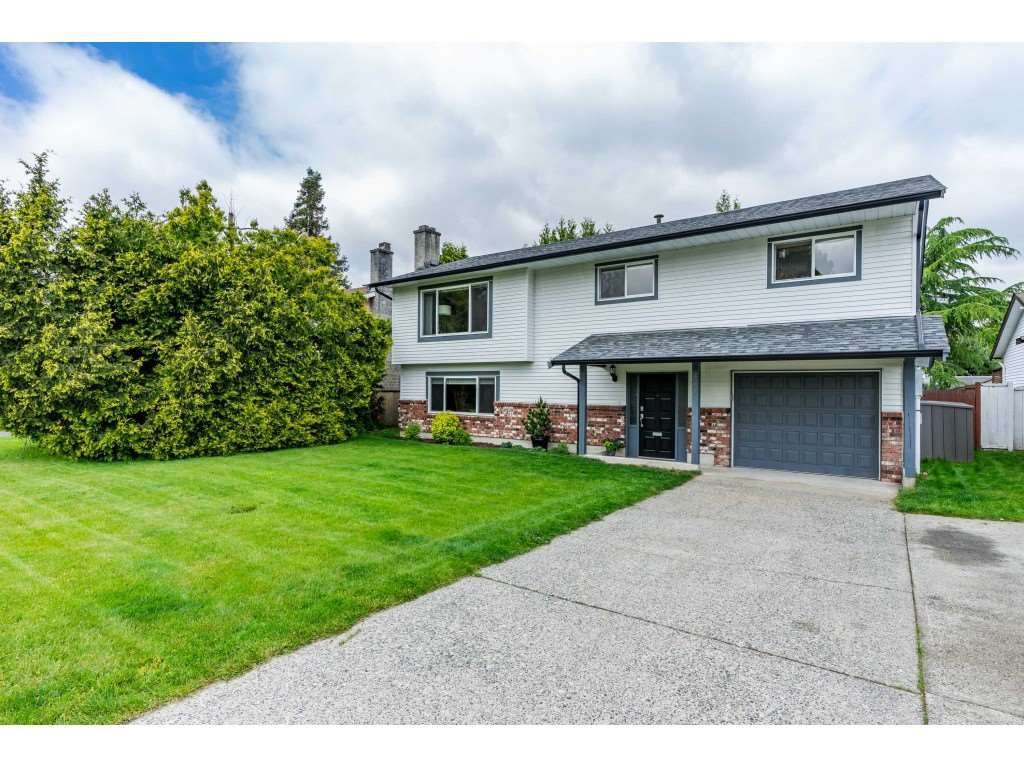 """Main Photo: 20875 51B Avenue in Langley: Langley City House for sale in """"NEWLANDS"""" : MLS®# R2371254"""