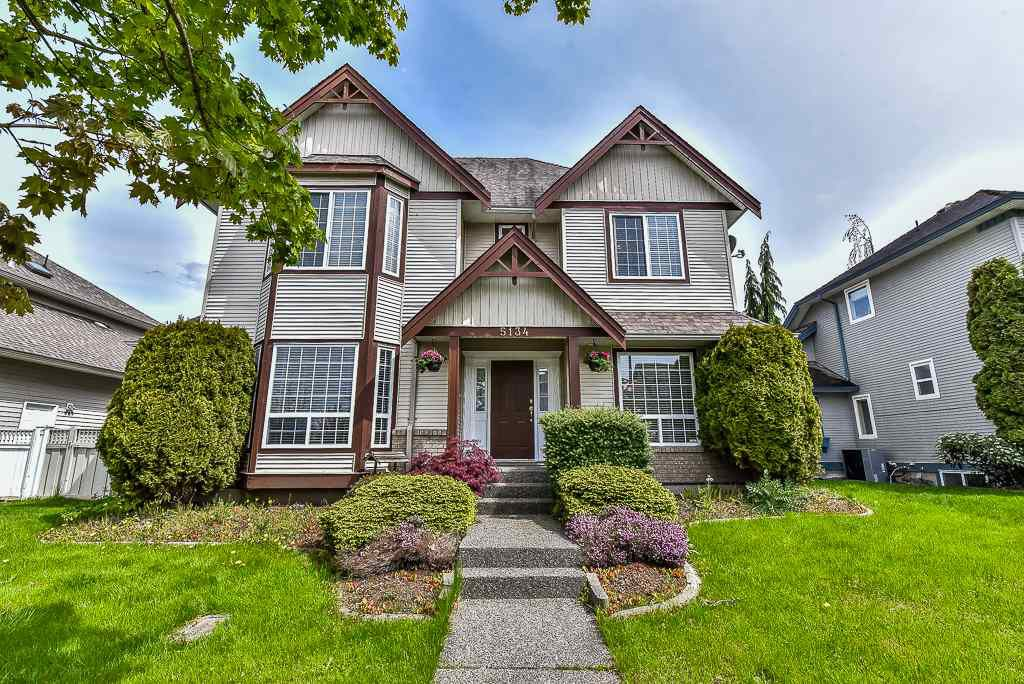 "Main Photo: 5134 223 Street in Langley: Murrayville House for sale in ""HILLCREST"" : MLS®# R2161492"